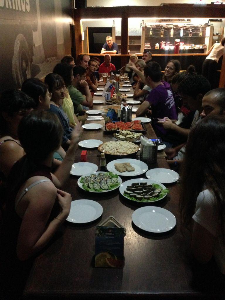 Mezinárodní večeře sezastupiteli